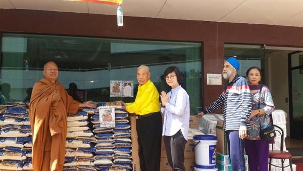 โครงการเมตตาธรรมค้ำจุนโลก วัดพระบาทน้ำพุ ปีที่ 8 / Project Sustaining the World by Kindness with Wat Phra Bat Namphu for the 8th consecutive years.